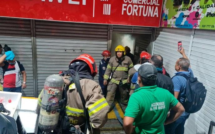 Incendio afectó 7 locales en Centro Comercial La Fortuna, centro de Cali
