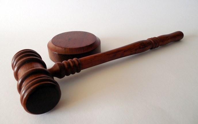 "Judicializados dos hombres que habrían agredido a un policía con ""artefactos incendiarios"""