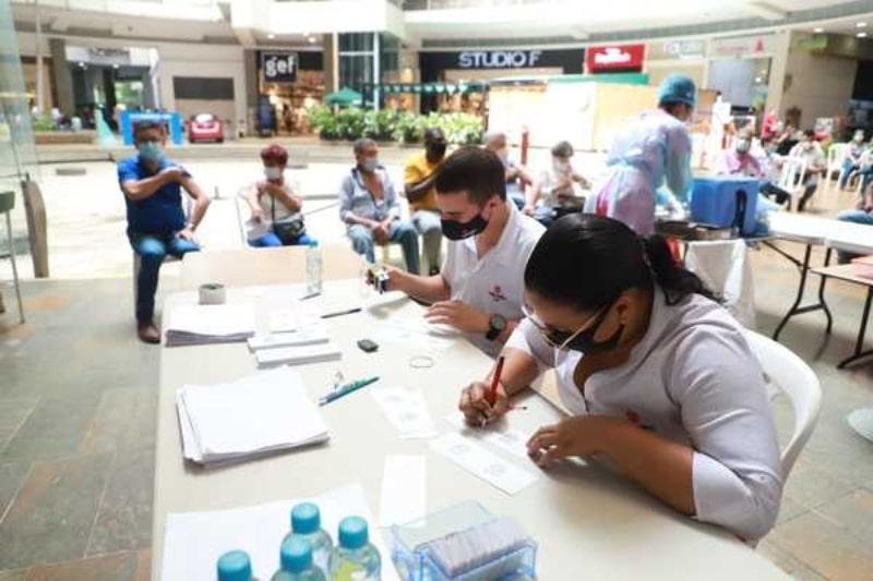 Red de salud realiza alianza para vacunación en centros comerciales de Cali