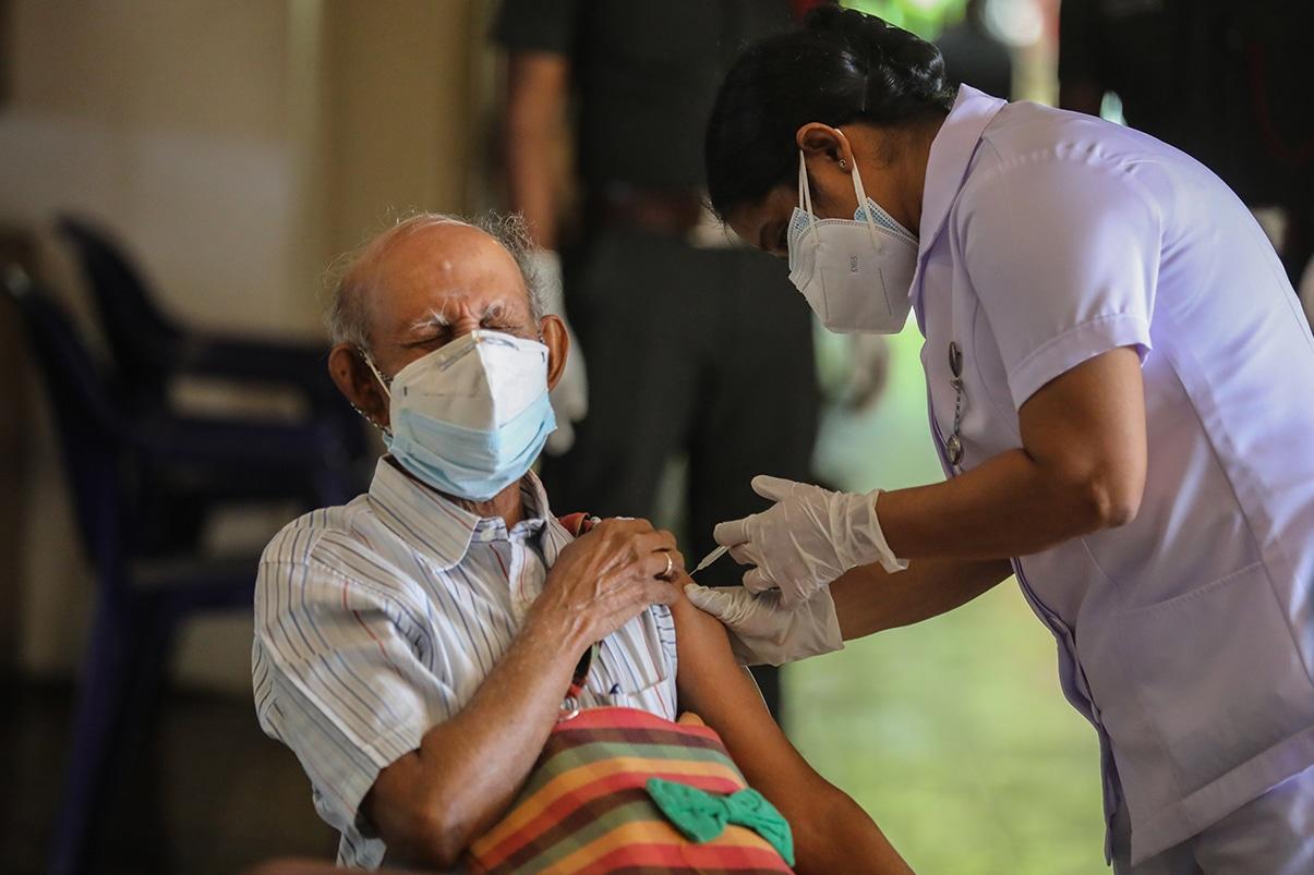 Centros falsos vacunaron con agua a miles de personas en la India