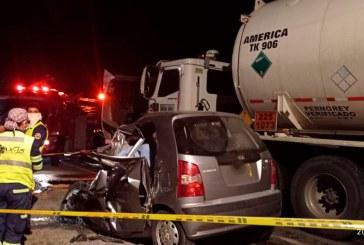 Fatal accidente en Rozo: dos personas murieron tras chocar con camión cisterna