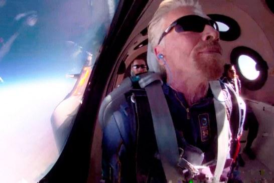 Millonario Branson cumple su sueño y llega al espacio en su propio avión