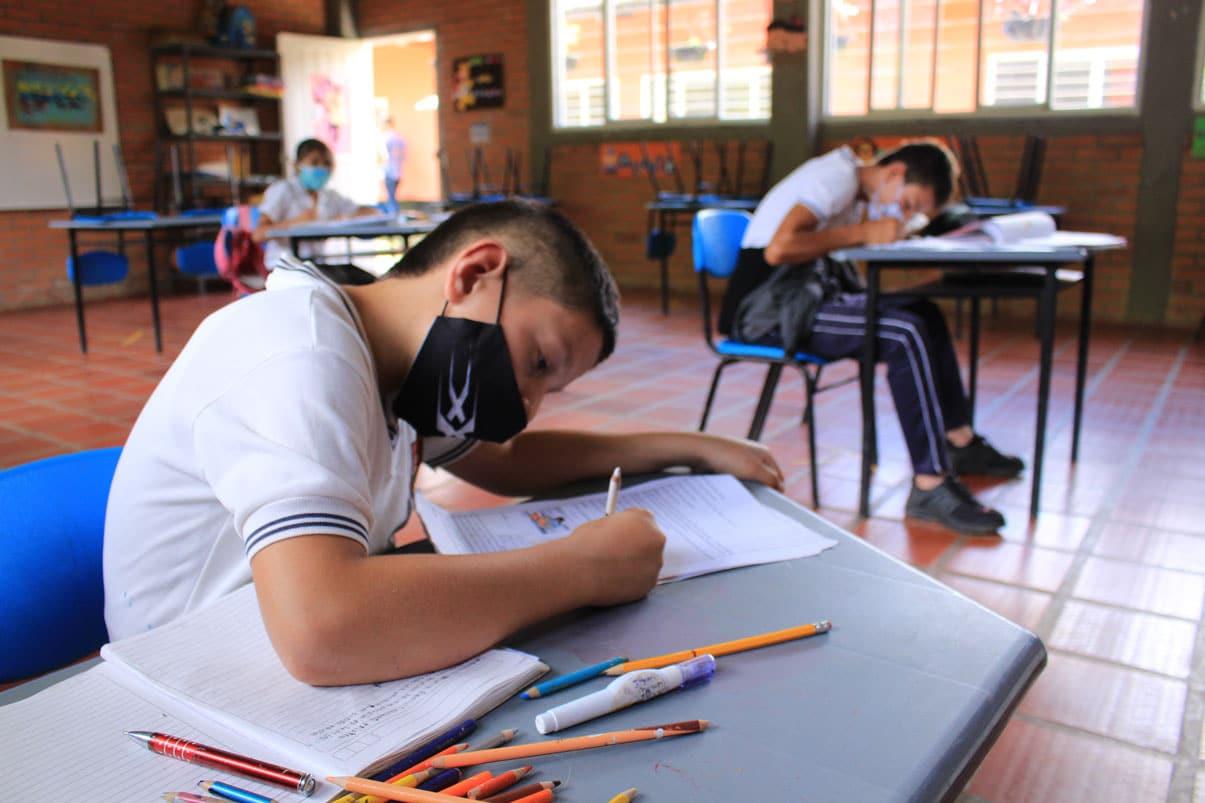 El 99% de alumnos en municipios no certificados ya están presenciales