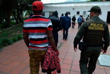 Alerta en Cali por masiva llegada de migrantes haitianos por la Terminal
