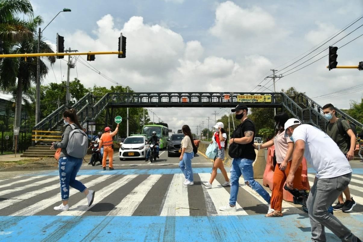 Algunos sectores rechazan el retiro del puente peatonal frente a la Autónoma