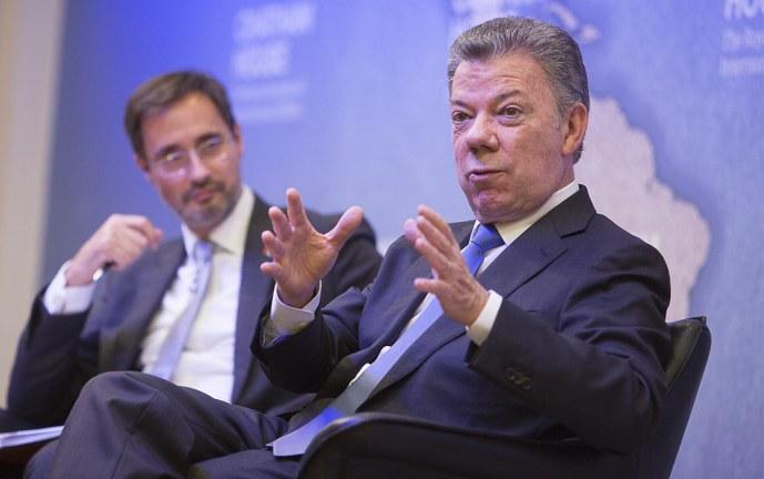 Archivan investigación de campaña presidencial de Santos con presuntos fondos Odebrecht