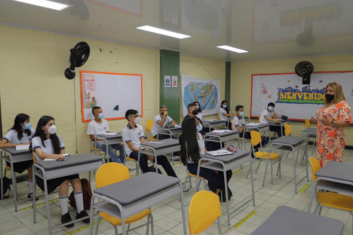 Estudiantes de Cali volvieron a clases y autoridades dan positivo balance