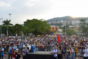 Gustavo Petro visitó Cali este sábado y habló ante multitud de jóvenes