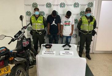 Capturan a hombres en una moto luego de haber robado en el sur de Cali