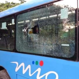 """""""Están incentivando a jóvenes a tirar piedras a buses del Mío"""": presidente Metrocali"""