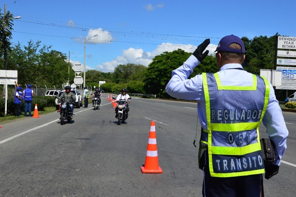 """""""No es posible reemplazar agentes de tránsito por jóvenes de primera línea"""": Secretario de Movilidad"""