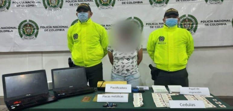 Mujer lideraba centro de falsificación de cédulas en el barrio Nápoles