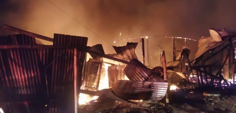 Tragedia en Tuluá: incendio consumió cuatro casas y deja a varios heridos