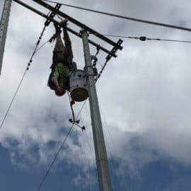 Un hombre murió electrocutado tratando de salvar a un parapentista accidentado