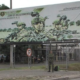 Delincuentes robaron fusil de soldado del Batallón Pichincha