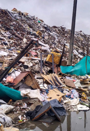 Escombrera de la 50 se volvió a desbordar: denuncia ciudadana