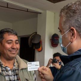 Venezolano recibe el primer permiso por protección temporal en Colombia