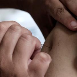 Vacunar a 40 % de población mundial pondría fin a fase aguda de la pandemia